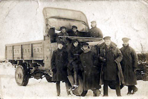british ww1 lorry in snow with crew